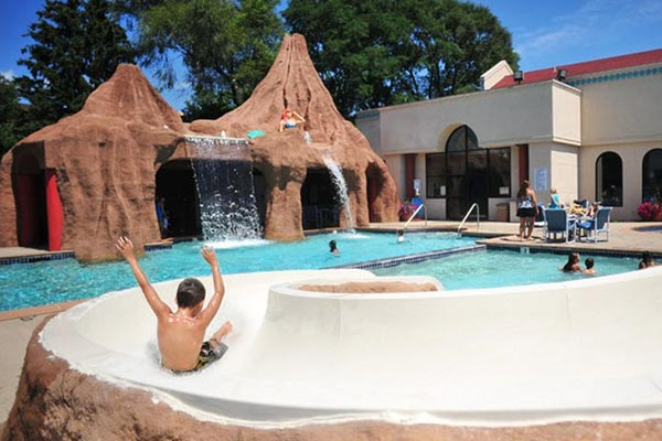 Atlantis Hotel in Wisconsin Dells Outdoor Pool with Water Slide and Waterfall 600