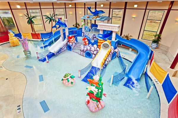 View of the Indoor Kiddie Water Park with water slides and Zero enty at the Grand Marquis Hotel in Wisconsin Dells 600