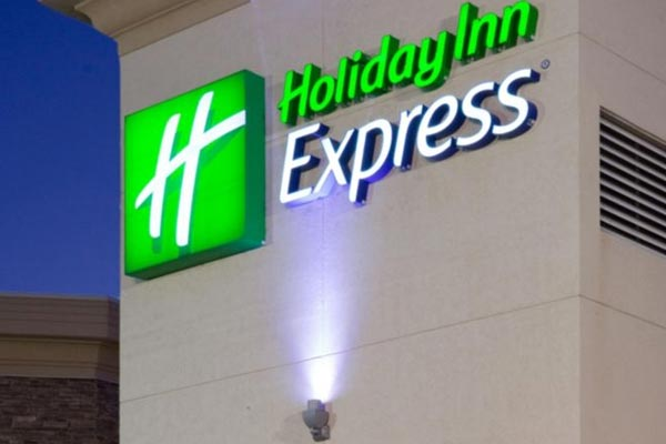 Holiday Inn Express in Wisconsin Dells Front of the Building Sign 600