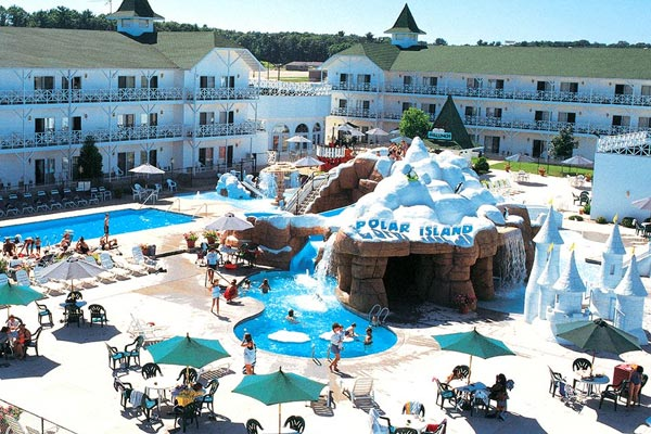 View of the Outdoor Water Park with Heated Pool, Water Slides and Kids Splash Park at the Wintergreen Resort in Wisconsin Dells 600